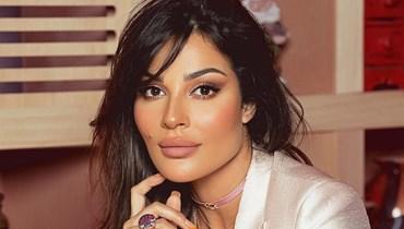 """نادين نجيم تكشف سرّ """"منهنهة"""" وتبكي على الهواء... تفاصيل إطلالتها (فيديو)"""