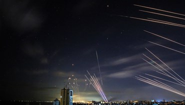 نظام القبة الحديدية الإسرائيلي يعترض صواريخ أطلقتها حماس باتجاه جنوب إسرائيل من بيت لاهيا في شمال قطاع غزة (16 ايار ، أ ف ب).