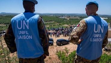 عناصر في قوة اليونيفيل يراقبون تجمعات ومسيرات بالقرب من الحدود الجنوبية، تضامنا مع الفلسطينيين في غزة.