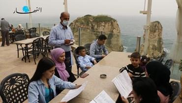 مطعم مقابل الروشة  (تصوير حسن عسل).