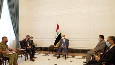 رئيس الوزراء العراقي مصطفى الكاظمي ووفد حلف شمال الأطلسي في بغداد أمس.