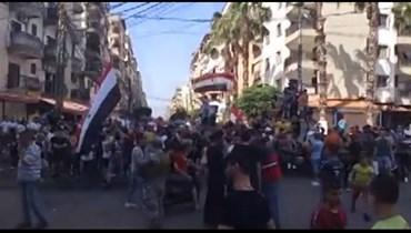 مسيرة أهالي الجرحى السورييين في جبل محسن (من الفيديو).