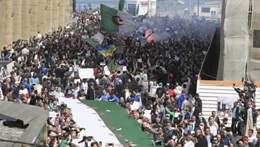 متظاهرون في شوارع الجزائر العاصمة (2 نيسان 2021، أ ب).