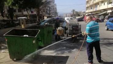 بلدية الميناء بدأت حملة رشّ المبيدات لمكافحة الحشرات السامة.