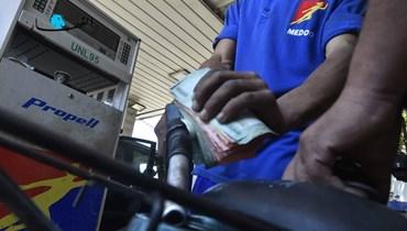 """محافظ النبطية نفى إصداره أي قرار بمنع الدراجات النارية من تعبئة البنزين في المنطقة (تعبيرية - """"النهار"""")."""