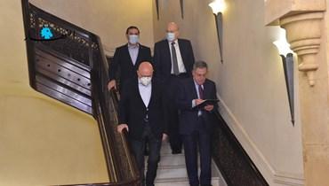 رؤساء الحكومات: للتمسّك بالدستور والحريري باقٍ