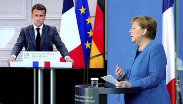 الرئيس الفرنسي ايمانويل ماكرون والمستشارة الالمانية أنغيلا ميركل خلال مؤتمرهما الصحافي المشترك في برلين الاثنين.   (أ ب)