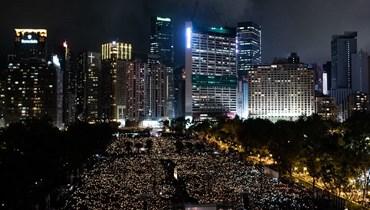 وقفة احتجاجية على ضوء الشموع في فيكتوريا بارك في هونغ كونغ في الذكرى الـ30 لتظاهرات تيان انمين (4 حزيران 2019، ا ف ب).