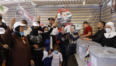 """الناخبون السوريون في السفارة السورية (""""النهار"""")."""
