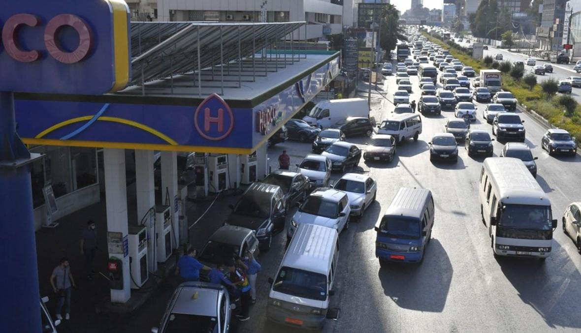 زحمة سير أمام إحدى المحطات (تعبيرية- نبيل اسماعيل).
