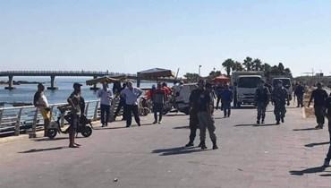 أثناء إزالة البسطات والأكشاك الممتدة على طول كورنيش ميناء طرابلس.