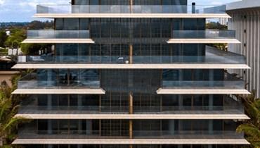 """مبنى """"Arte Surfside""""السكني."""