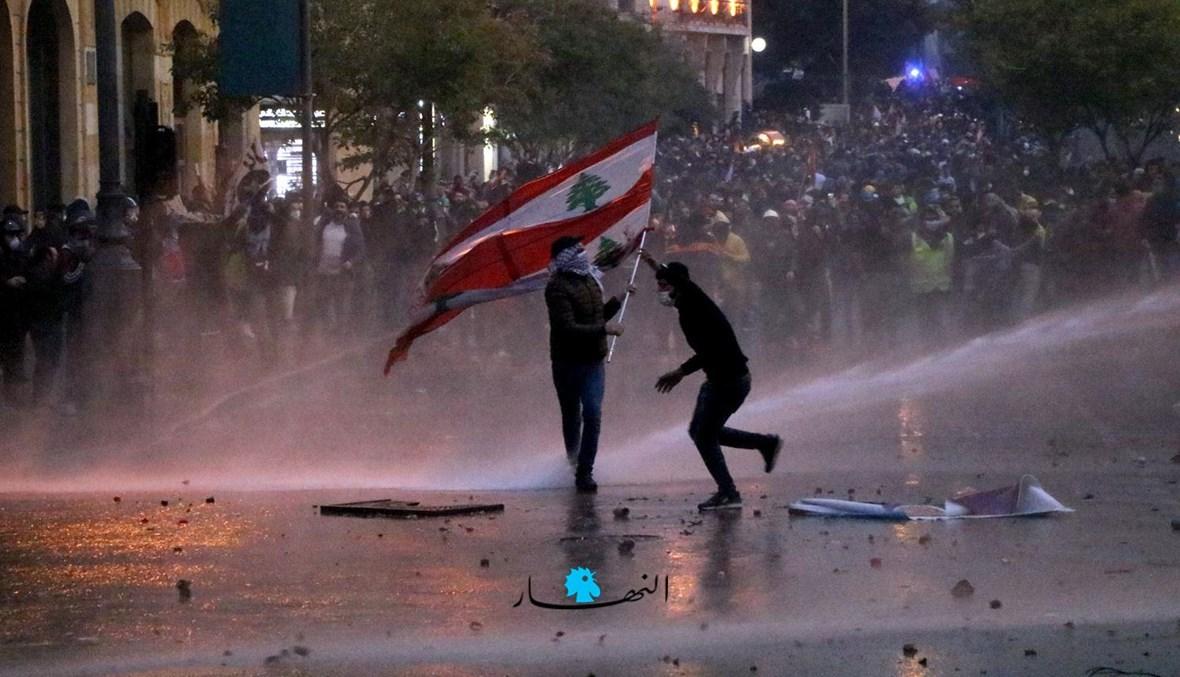"""مشهد من انتفاضة 17 تشرين (""""النهار"""")."""