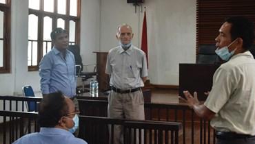داشباخ (في الوسط) يستعد لحضور محاكمته عبر الفيديو في ديلي (9 حزيران 2021، أ ف ب).