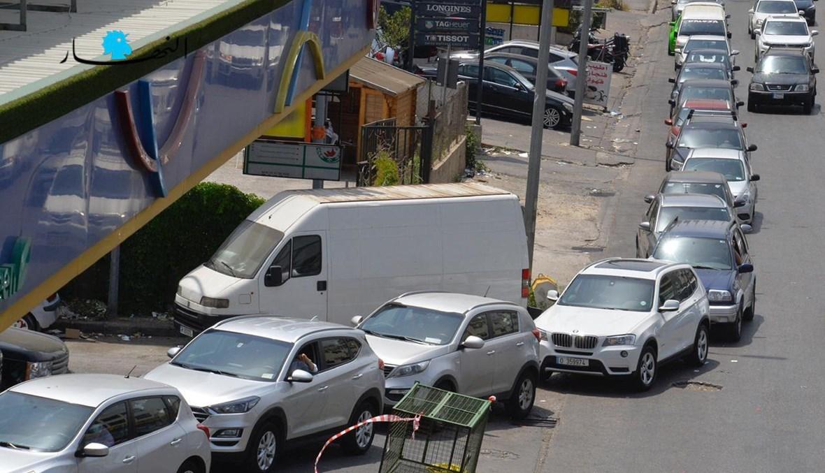 طوابير الذل أمام محطات المحروقات (تصوير مارك فياض وحسام شبارو).