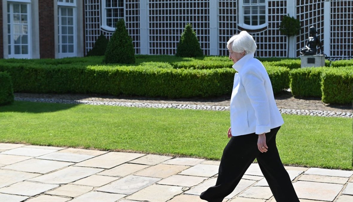 وزيرة الخزانة الأميركية جانيت يلين مغادرة في نهاية مؤتمر صحافي في وينفيلد هاوس في لندن (5 حزيران 2021، ا ف ب).