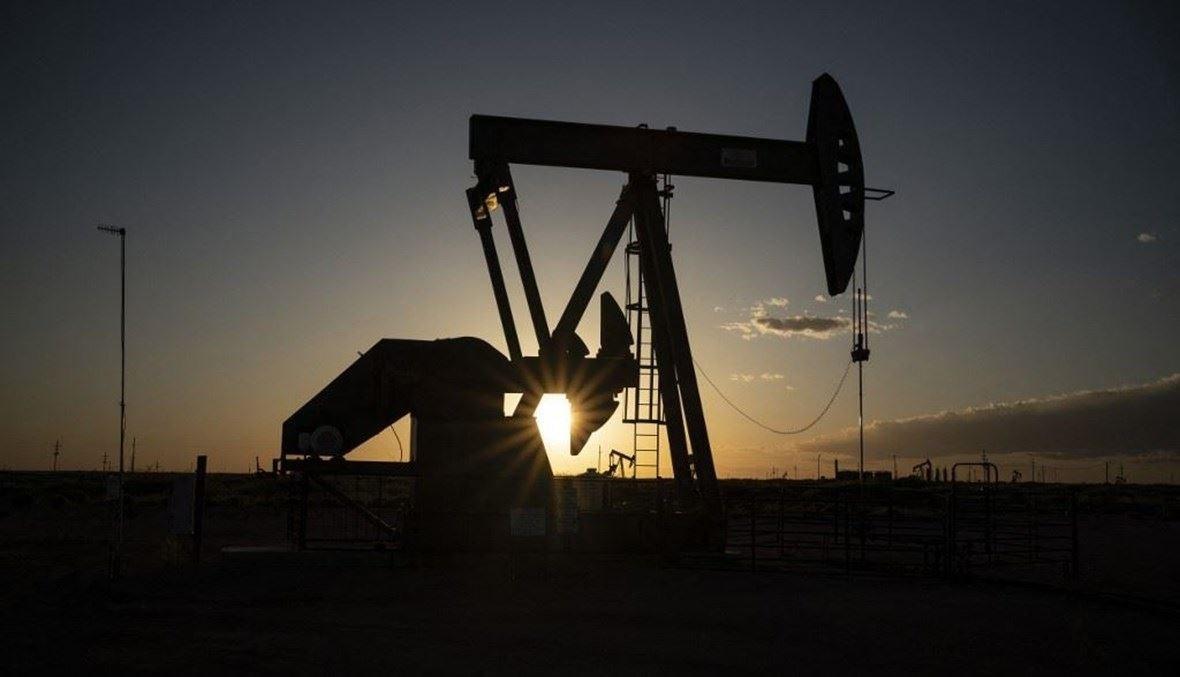 النفط يهبط (تعبيرية - أ ف ب).