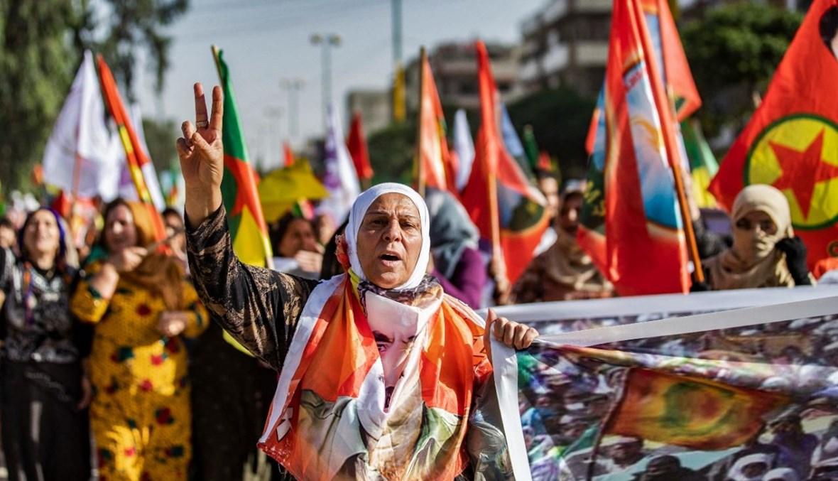 أكراد سوريون يتظاهرون في مدينة القامشلي شمال شرق سوريا احتجاجا على الهجوم التركي على مناطق حزب العمال الكردستاني في شمال العراق (10 حزيران 2021، ا ف ب).