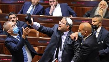 """صخب وطرد نواب خلال جسلة البرلمان الإسرائيلي للتصويت على ائتلاف حكومي جديد... ونتنياهو يعد بـ""""العودة"""""""