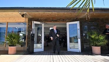 جونسون مغادرا بعد عقد مؤتمر صحافي في اليوم الأخير من قمة مجموعة السبع في خليج كاربيس بكورنوال (13 حزيران 2021، أ ف ب).