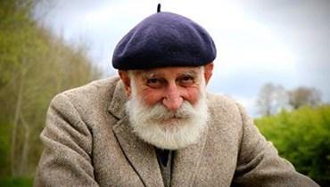 """مزارع ثمانيني يصبح نجماً في """"يوتيوب""""... صوته يبعث الراحة والسلام"""