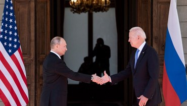 بالصور- يدٌ فوق يد أثناء المصافحة... ماذا كشف خبراء لغة الجسد عن لقاء بوتين وبايدن؟