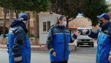 """هيلين أول مسؤولة شرطة بلدية في لبنان... """"راتبي تآكل لكنّي أعشق وظيفتي"""""""