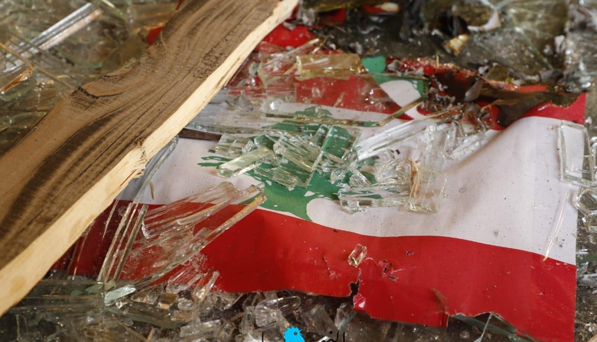 """""""أَلبنانُ شعبٌ يموت؟"""" (تصوير مارك فياض)."""