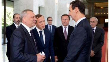 الرئيس السوري بشار الأسد ونائب رئيس الوزراء الروسي يوري بوريسوف في دمشق أمس. (سانا)