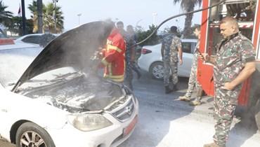 فوج الإطفاء يخمد الحريق (تصوير حسن عسل)