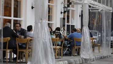 توصيات جديدة للجنة مكافحة كورونا... فتح الملاهي الليلة وتمديد إغلاق المطاعم
