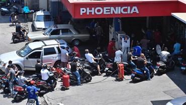 بالصور- أزمة البنزين مستمرّة وغضب المواطنين في الطوابير يتفاعل... هل من حلحلة في الأفق؟