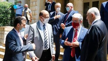 الوزراء أمام الجامعة الأميركية في بيروت (تصوير حسن عسل)