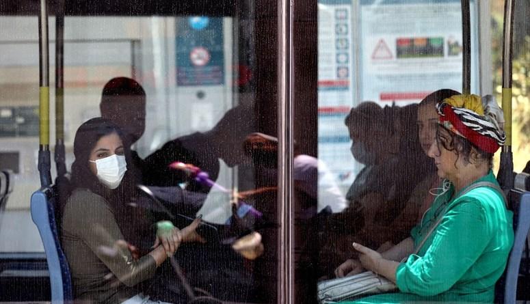 إسرائيل تعيد فرض وضع الكمامة في الأماكن المغلقة بعد ارتفاع إصابات كورونا