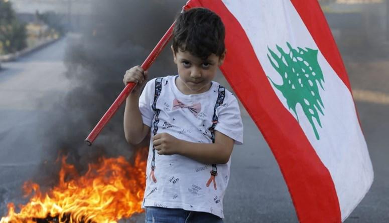نزاعات سياسية والبلد يحتضر... قطع طرق في عدد من المناطق (صور - فيديو)