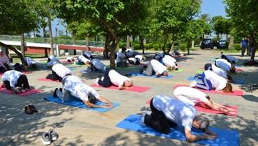 يوم اليوغا العالمي في حديقة الملك فهد في طرابلس يتحدى كل الصعوبات والتحركات الاعتراضية محاولا زرع السلام في النفوس