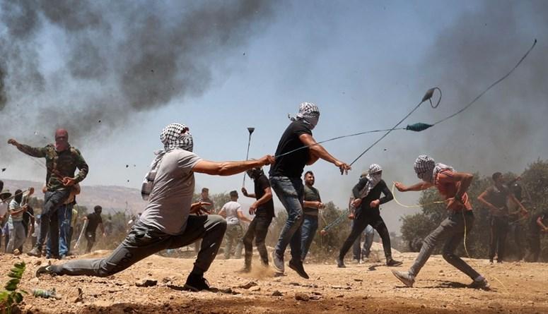 المستوطنون الإسرائيليّون يغادرون بؤرة افيتار قرب نابلس بعد اتفاق مع حكومة بينيت