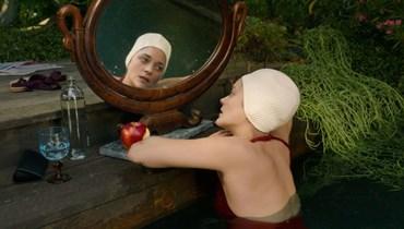"""ماريون كوتيار في """"أنيت"""" لليوس كاراكس الذي افتتح كانّ ٢٠٢١."""