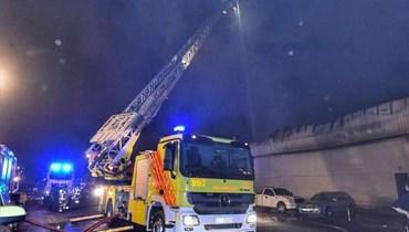 عمليات الإطفاء في ميناء جبل علي في دبي.