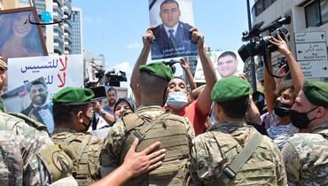 أهالي ضحايا انفجار المرفأ خلال اعتصام في محيط عين التينة (نبيل إسماعيل).