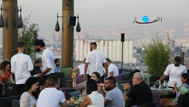 صوامع مدمرة وسهرٌ في ليل بيروت... أهلاً بكم في صيف التناقضات (صور وفيديو)