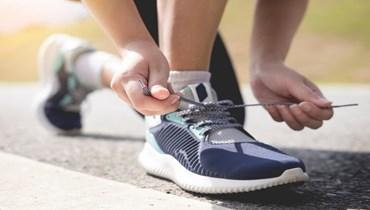 اختيار الحذاء الرياضي.