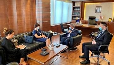 وزير الشؤون الاجتماعية في حكومة تصريف الأعمال رمزي المشرفية والمنسّقة الخاصّة للأمم المتحدة لشؤون لبنان جوانا فرونتسكا.