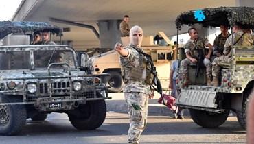 """دورية للجيش خلال قطع الطرق في اليومين الماضيين (""""النهار"""")."""