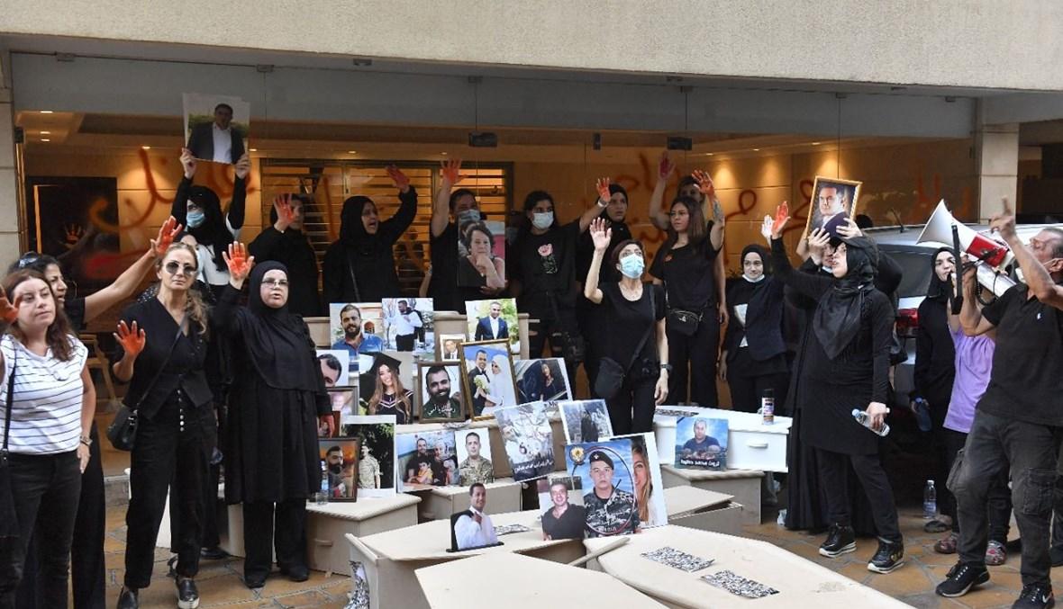 أهالي ضحايا المرفأ أمام منزل فهمي (نبيل اسماعيل).
