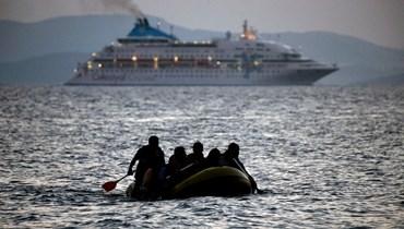 صورة تعبيرية- مهاجرون يصلون إلى شاطئ جزيرة كوس اليونانية على متن زورق صغير (19 آب 2015، أ ف ب).