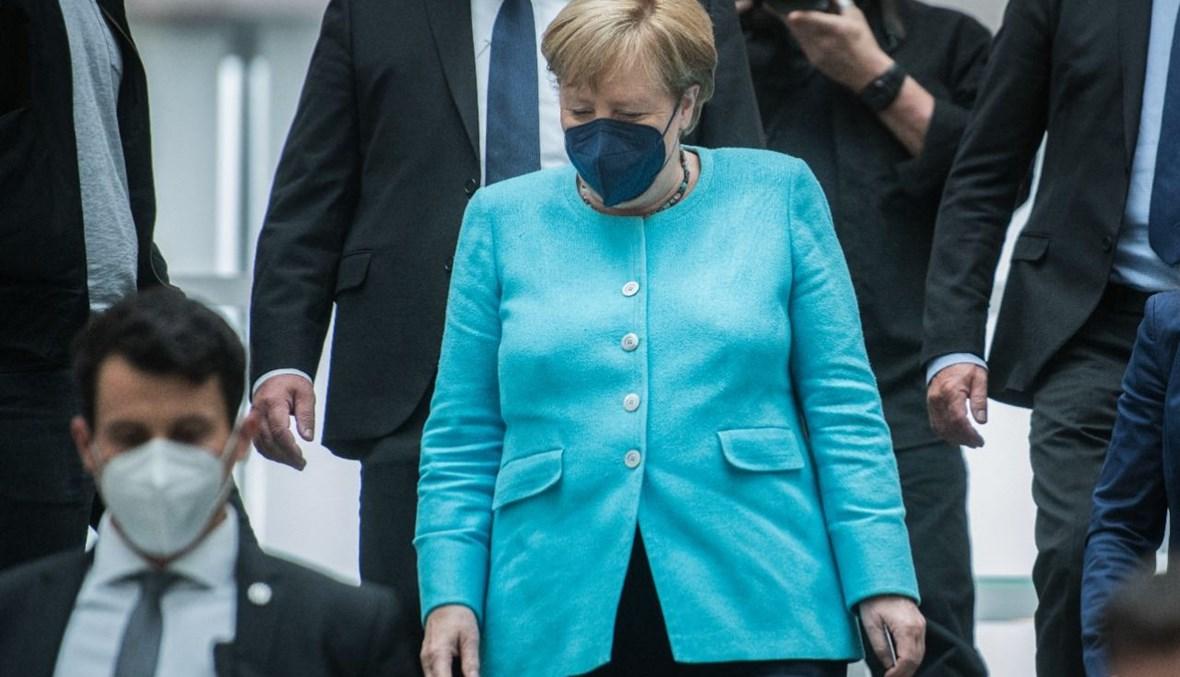 ميركل مغادرة بعد عقد مؤتمرها الصحافي الصيفي السنوي في مقر المؤتمر الصحافي الفيدرالي في برلين (22 تموز 2021، أ ف ب).