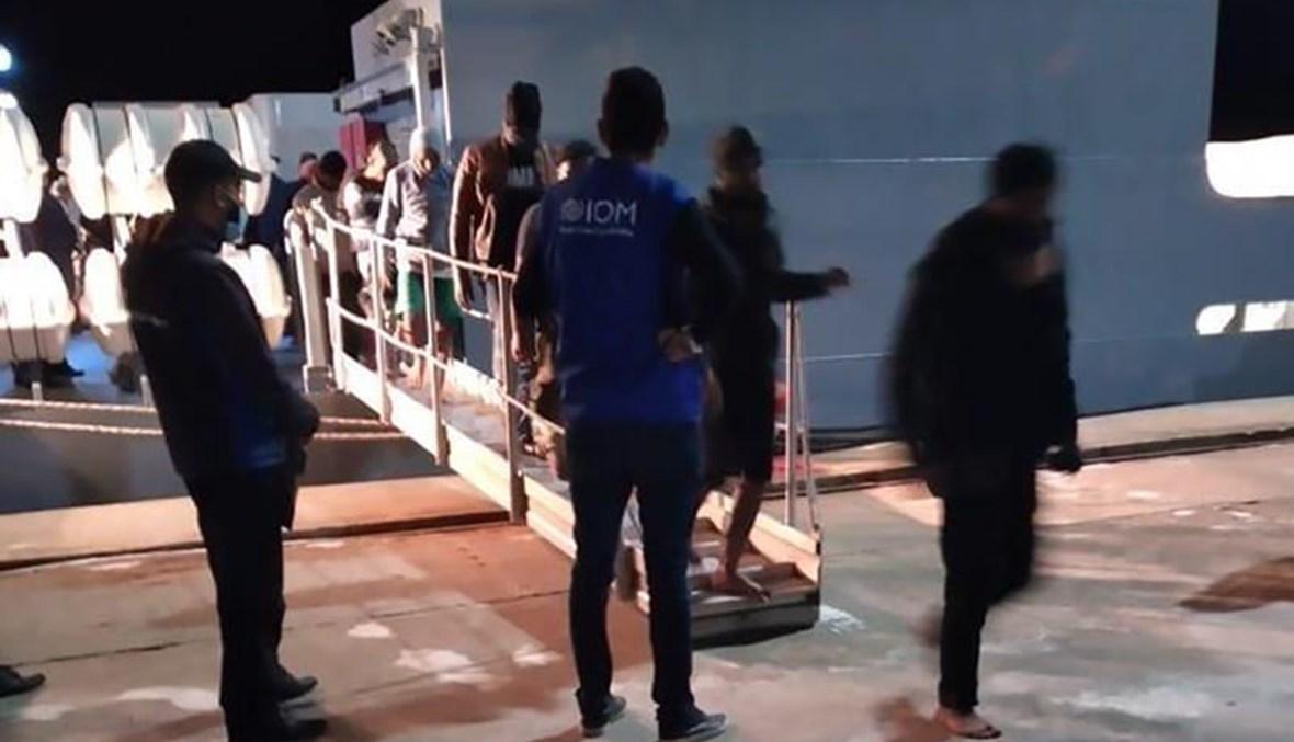 مهاجرون لدى وصولهم الى تونس (17 ايار 2021، أ ب).