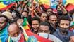 أشخاص يرددون هتافات خلال مسيرة في أديس أبابا ضد الجبهة الشعبية لتحرير تيغراي (22 تموز 2021، أ ف ب).