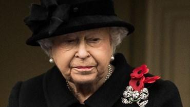 الملكة إليزابيث في عطلتها الصيفية الأولى من دون زوجها الأمير فيليب (صور)